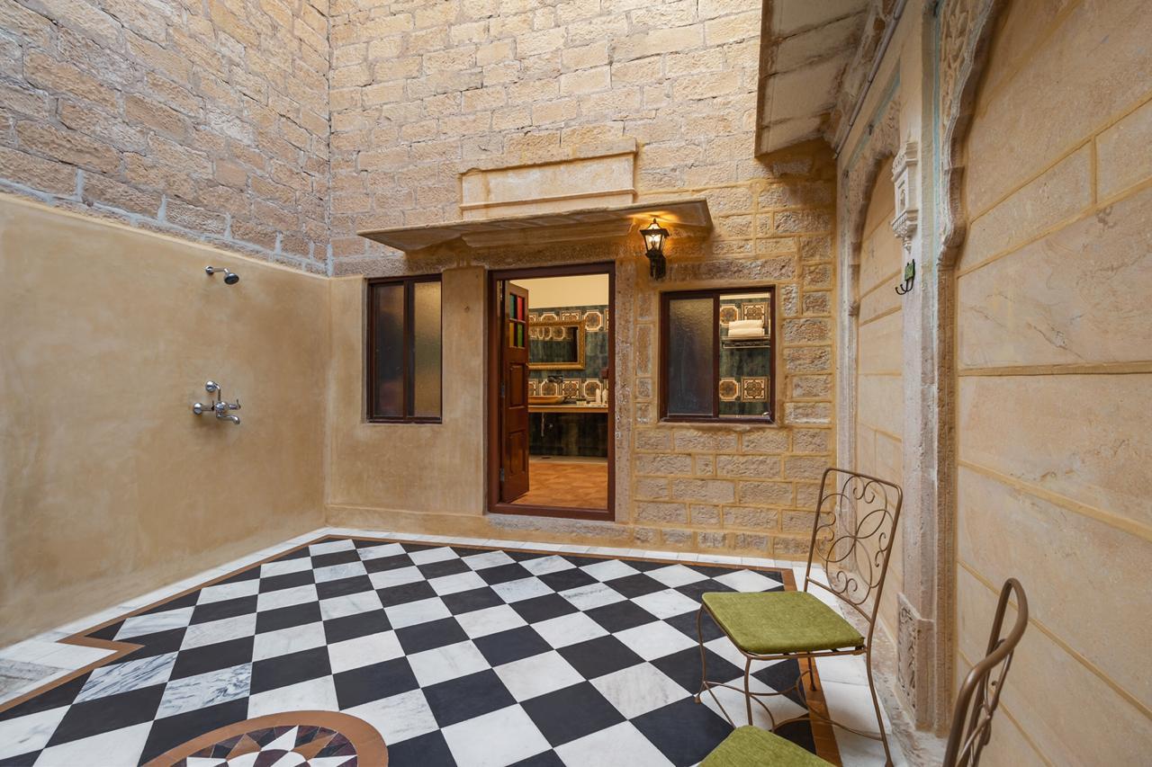 Open Shower Maharaja Suite